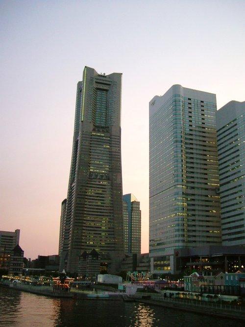 夕暮れのランドマークタワー